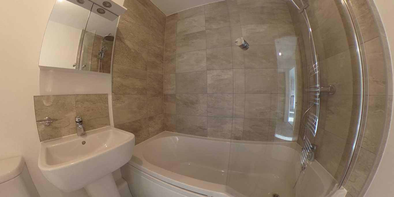 38 bathroom 2.jpg