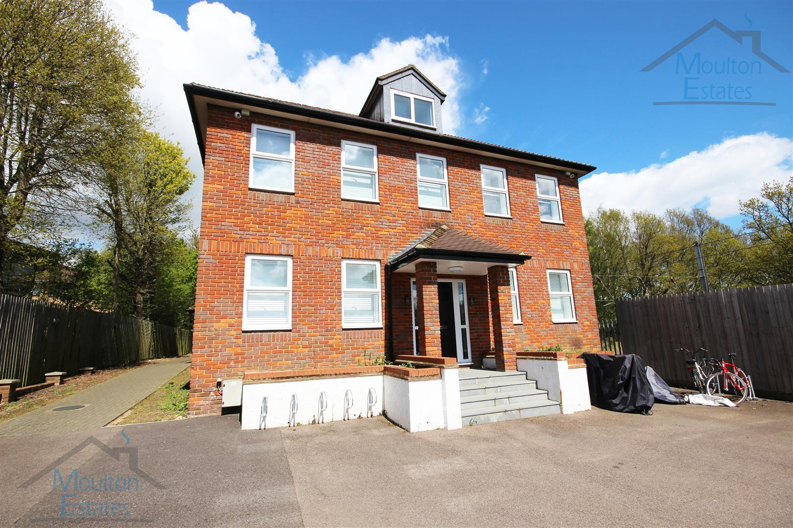 Porters Wood House, St Albans, AL3 6DG