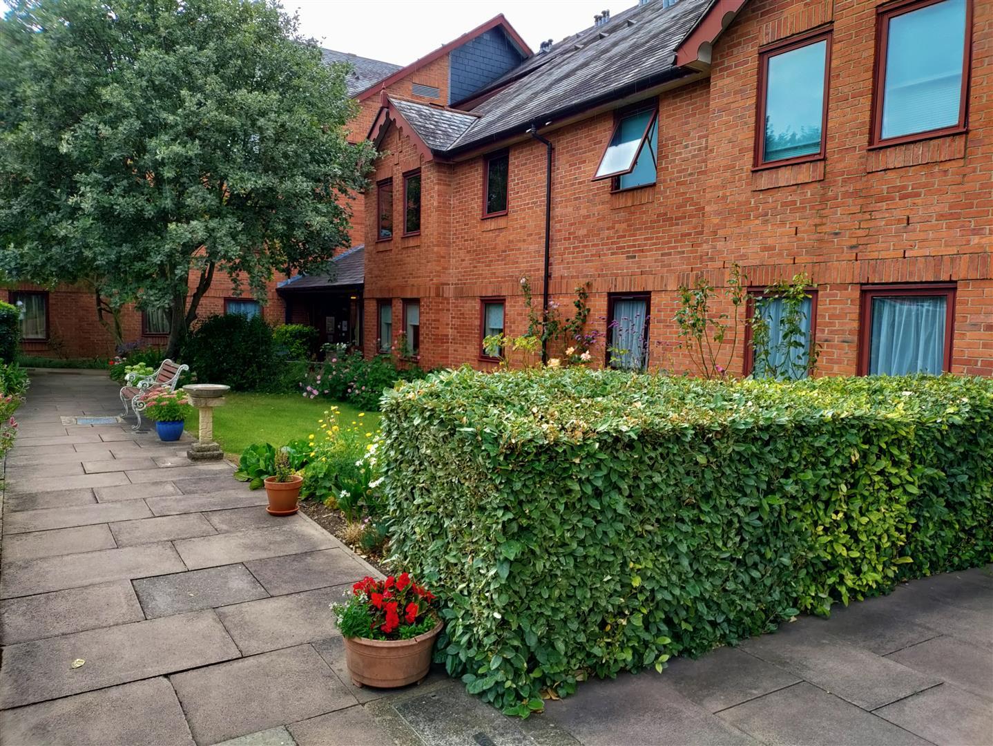 Cotsmoor - Communal Grounds.jpg