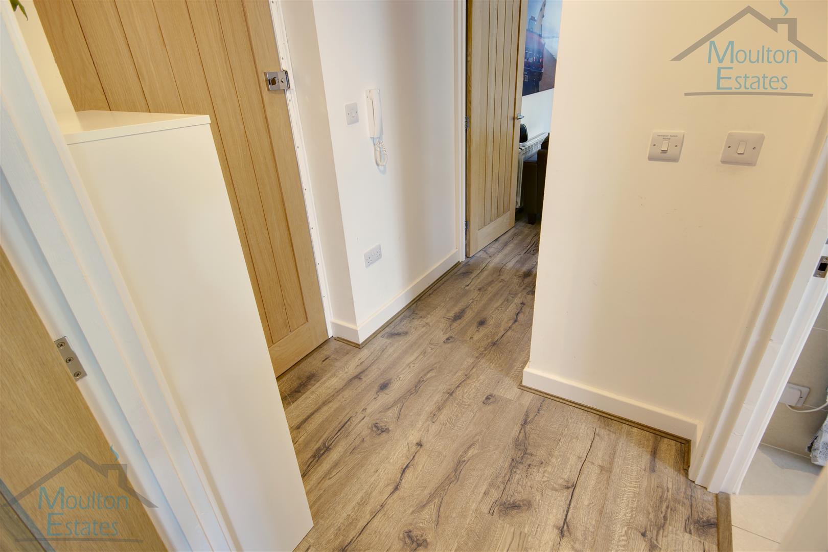 Porters Wood - Hallway - WM.jpg