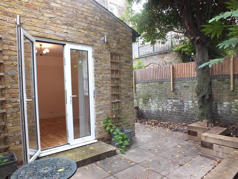 garden looking at back door..jpg